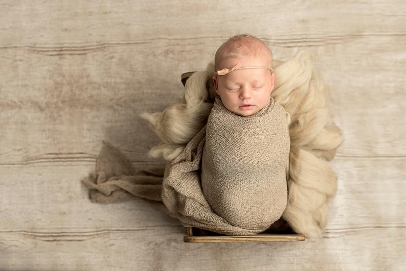 Nyföddfotografering Norrköping – Tilde 15 dagar