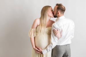 Gravidfotografering i Norrköping i fotostudio