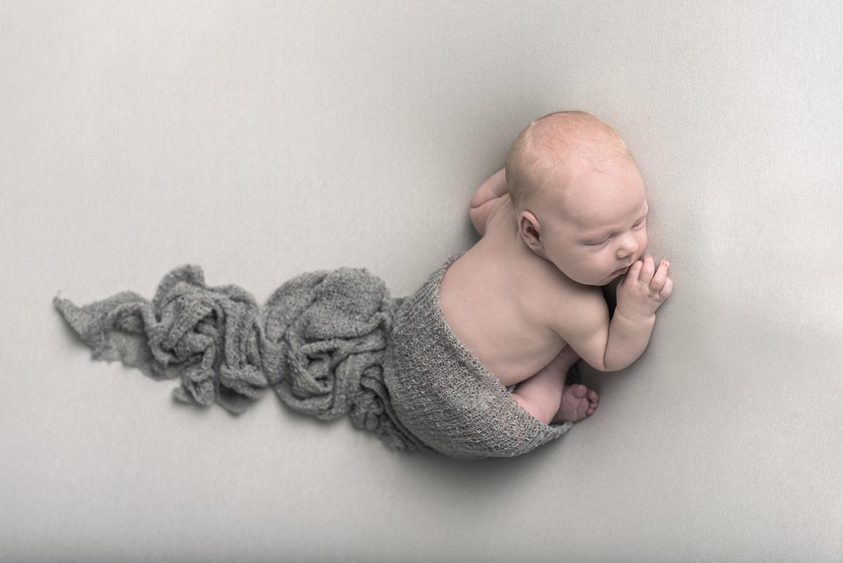 Nyföddfotografering Norrköping – Thilo 9 dagar