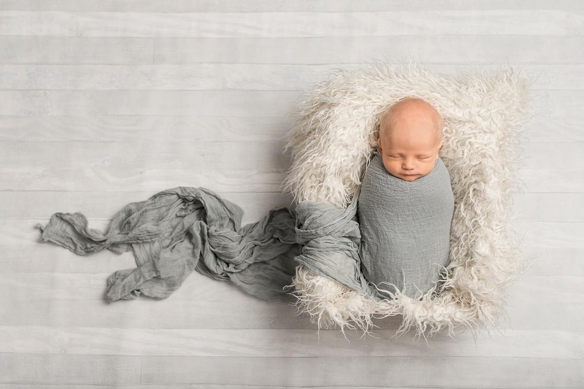 Nyföddfotografering Norrköping – Sammy 14 dagar