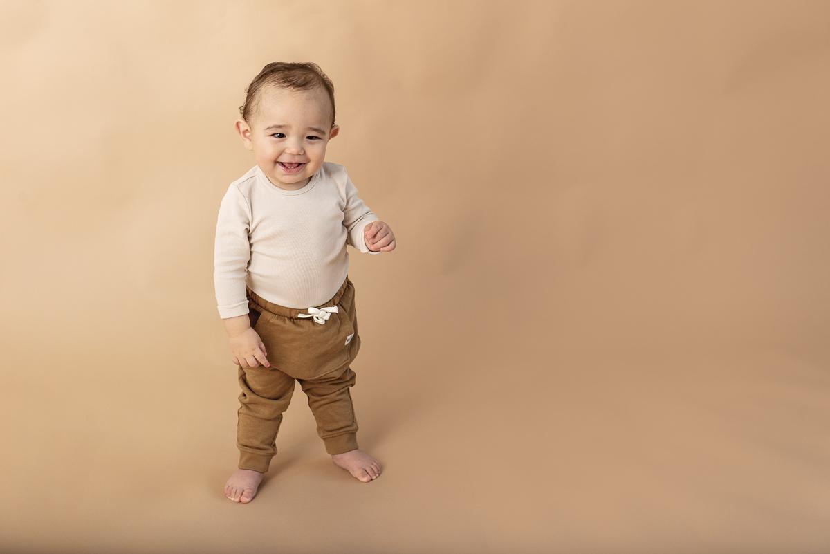 Nyföddfotografering vs ettårsfotografering – vilket ska man välja?